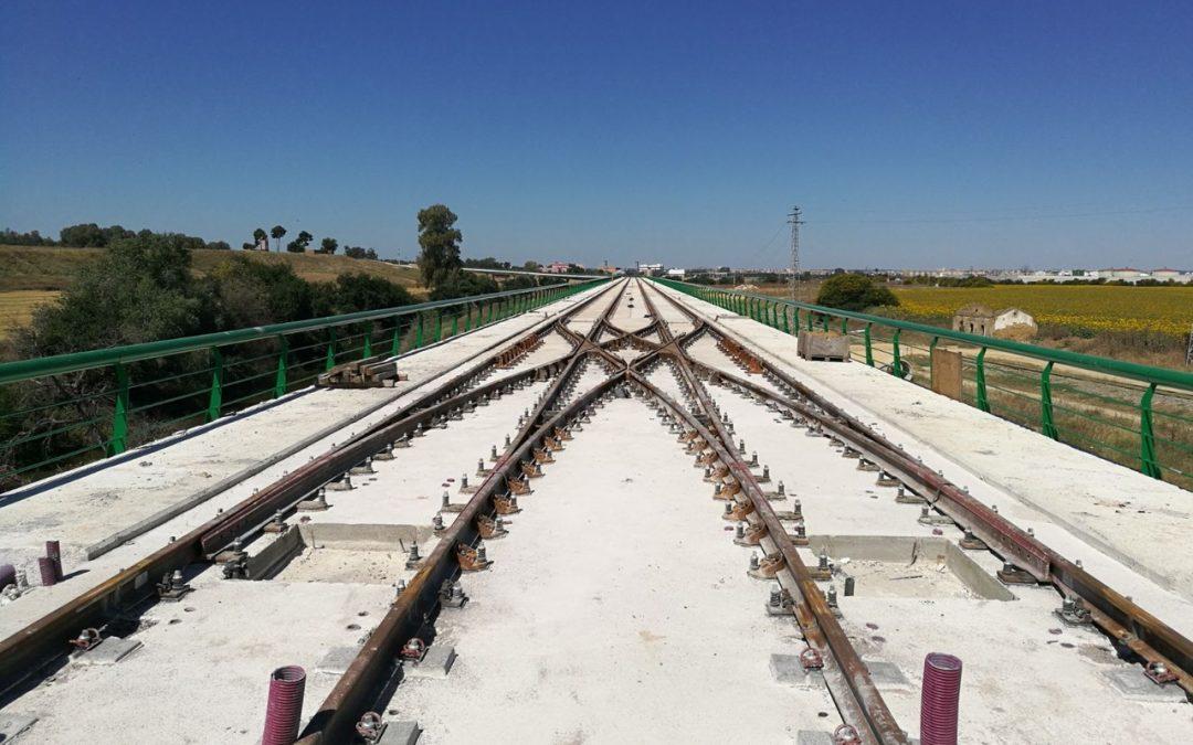 Un desvío doble diagonal fabricado por Amurrio en el tranvía de Alcalá de Guadaira